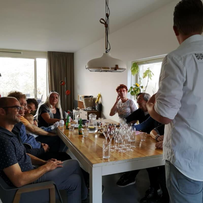 Bubbels Meester op een Franse wijnproeverij