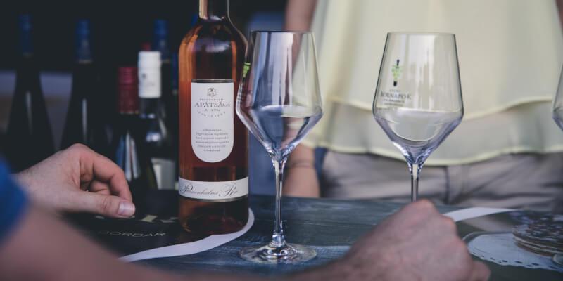 Een biologische wijnproeverij kan ook intiem worden gemaakt!