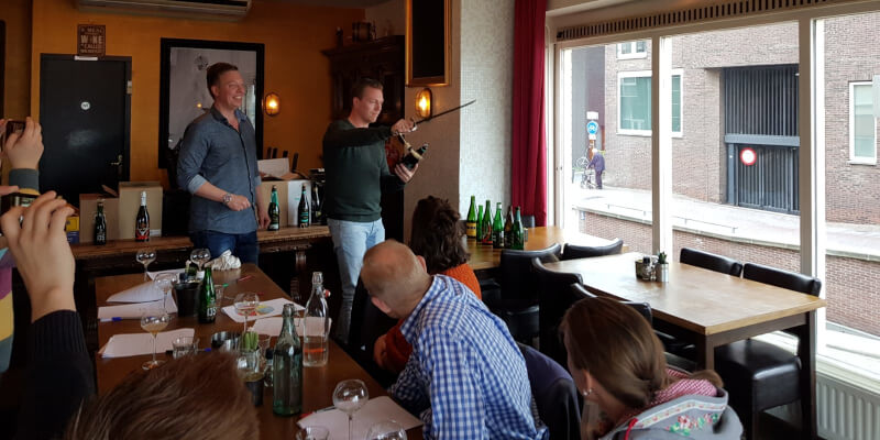 Workshop bier sabreren an bierproeverij