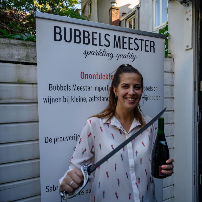 Leren sabreren met Bubbels Meester tijdens een workshop sabreren